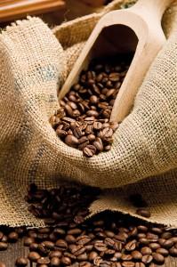 chicchi di caffè e sacco